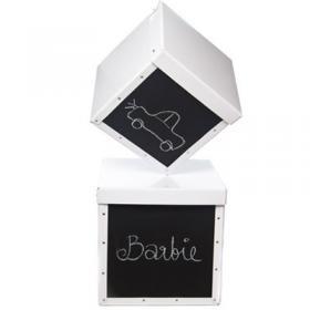 Roliga och praktiska förvaringsboxar med liten griffeltavla på framsidan passar perfekt till barnrummet eller hallen.
