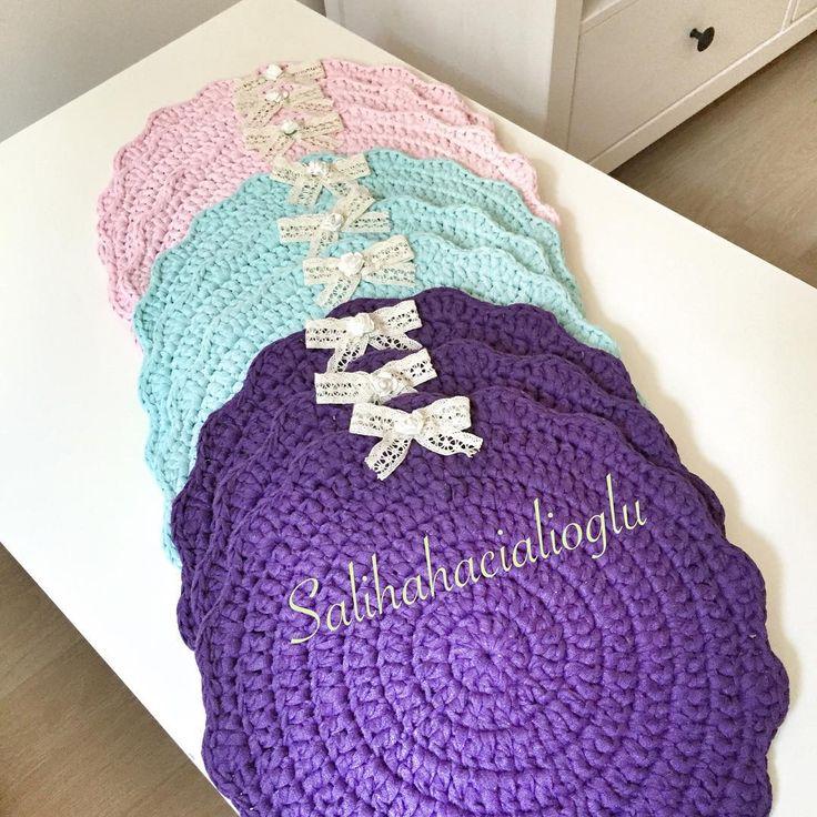 On numara oldunuz suplalarım 33 -35 cm çaplarında adet fiyatı 12.5  6 lı set 60 tl dir  sipariş için dm .kullandiğım ipin ismi ribbon ip tığ numarası 6 -7  4 -5 bobinden  6 tane servis çıkıyor ipleri @yunevi  den alıyorum  örgü#örmeyiseviyorum #birlikteörelim #crochet #crochetlove #crochetmood #crochetaddict #crochetlovers #kitting #knitaddict #kitting #knitstagram #knitstagram #knittingaddict #kittingramcontest #knitting_inspiration #çocukodası  #pink #gri #pastel #vinta...