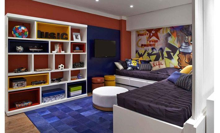 Moderno e prático, o quarto pensado para gêmeos entre 14 e 16 anos proporciona um ambiente para estudar, receber os amigos ou apenas relaxar.