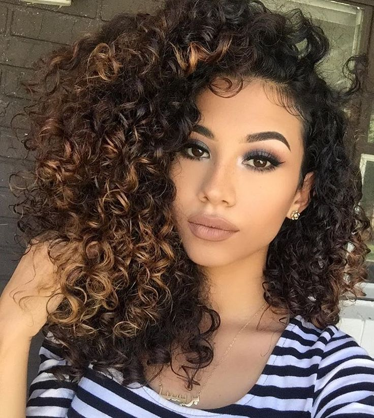 hair style tutorial m 225 s de 25 ideas incre 237 bles sobre pelo rizado con 7565 | 5f2e2e72f5e8925c74f7565a2c768419 chocolate caramel hair curly hair highlights caramel
