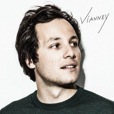 """Vianney dévoile son nouveau single, """"Je m'en vais"""""""