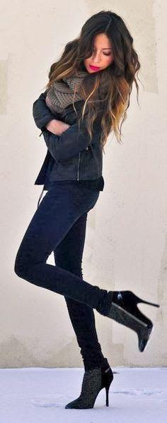 Blouson de cuir, écharpe en laine, chaussures pointues à talons haut, Big scarf, jeans, high heels and black jacket