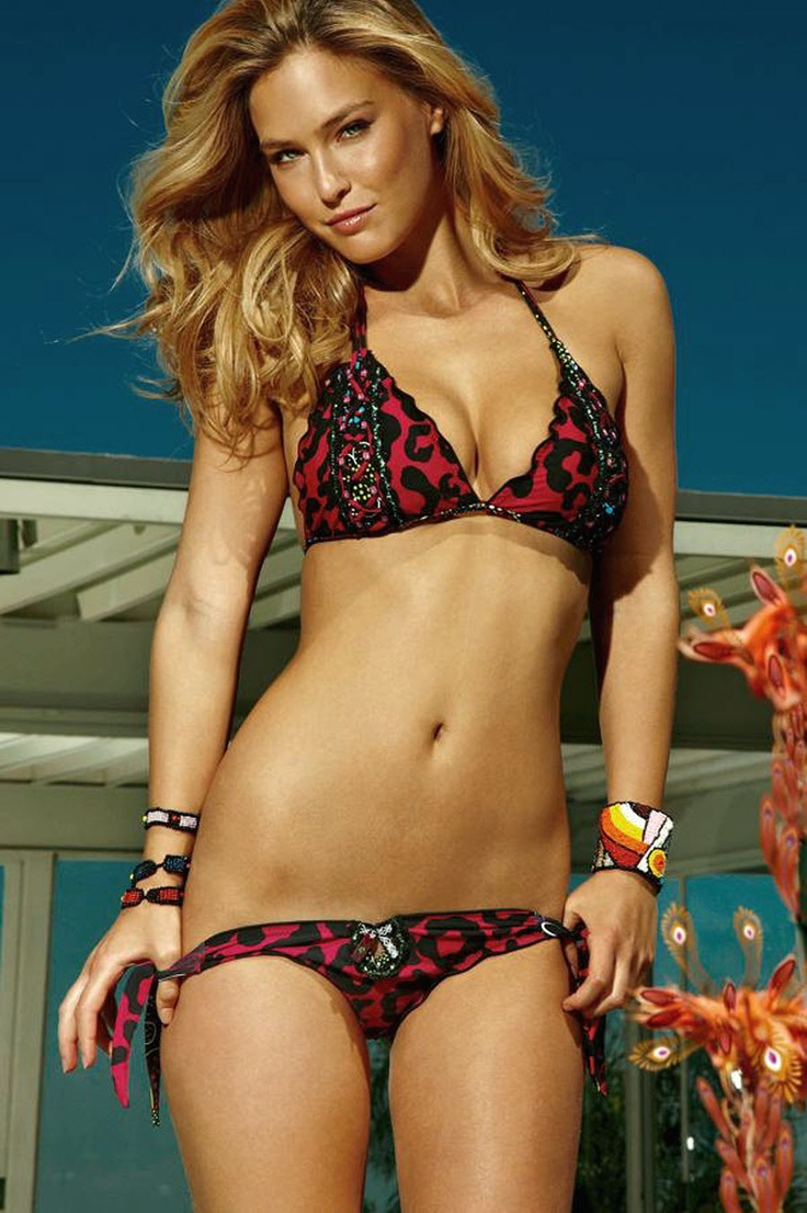Bar Refaeli Showed Off Her Red Hot And Sexy Six-Pack Abs -9523