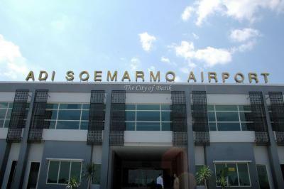 Sejarah Bandar Udara Internasional Adi Sumarmo