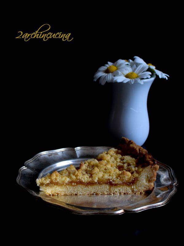 Sbriciolata alla confettura di pesche - Ricetta facile e veloce La #torta #sbriciolata alla #confettura di #pesche è un dolce dalla preparazione superfacile ma dal sapore sorprendente. Ideale per un tè pomeridiano tra amiche o come dolce da gustare nel dopocena, vi assicuriamo che mette d'accordo tutti, grandi e piccini