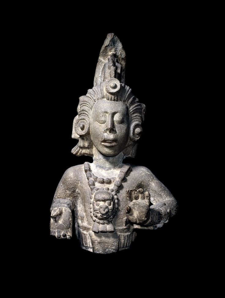 Sculpture of the Maize God with headdress in the form of a stylized ear of corn and hair in the form of the silk of the corn. Date: 600-800. Copán Ruinas, Honduras - Central America