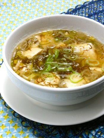 夜遅くなっても安心して食べられる♡深夜ごはんのヘルシーレシピ ... もずくと豆腐のさっぱりスープ