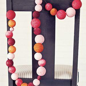 Guirnaldas caseras con bolas de styrofoam - Manualidades para niños - Charhadas.com