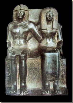 Farao Thoetmoses IV uit de 18de dynastie was de zoon van Amenhotep II en koningin Tiaa. Hij was niet de oudste zoon. De namen van twee waarschijnlijk oudere broers zijn bekend: Nedjem en Webensenoe. Beide zijn eerder overleden dan hun vader Amenhotep II. Ook was er een prins Amenhotep, die de functie van sem-priester van [...]