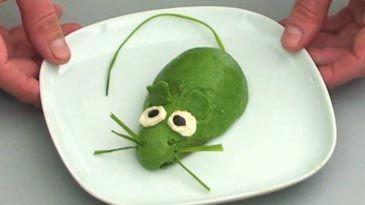 Ma recette de la souris verte avec un avocat. http://meilleurpapadumonde.com/la-recette-pour-enfants-la-souris-verte/