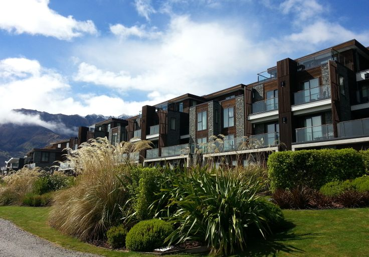 The Hilton Hotel in Queenstown. Along the shores of Lake Wakatipu and with the Remarkables as a backdrop, this is a place that fills you with peace and awe. I <3 Aotearoa / New Zealand