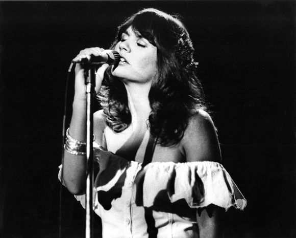 『Desperado』を歌い上げるリンダ・ロンシュタット