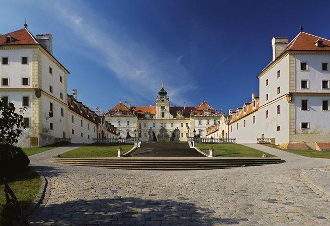 Zámek Valtice - za poznáním a vínem na jižní Moravu