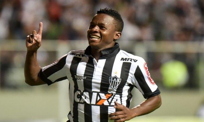 Cazares entrega a �10� para Otero e deve acertar com o Flamengo