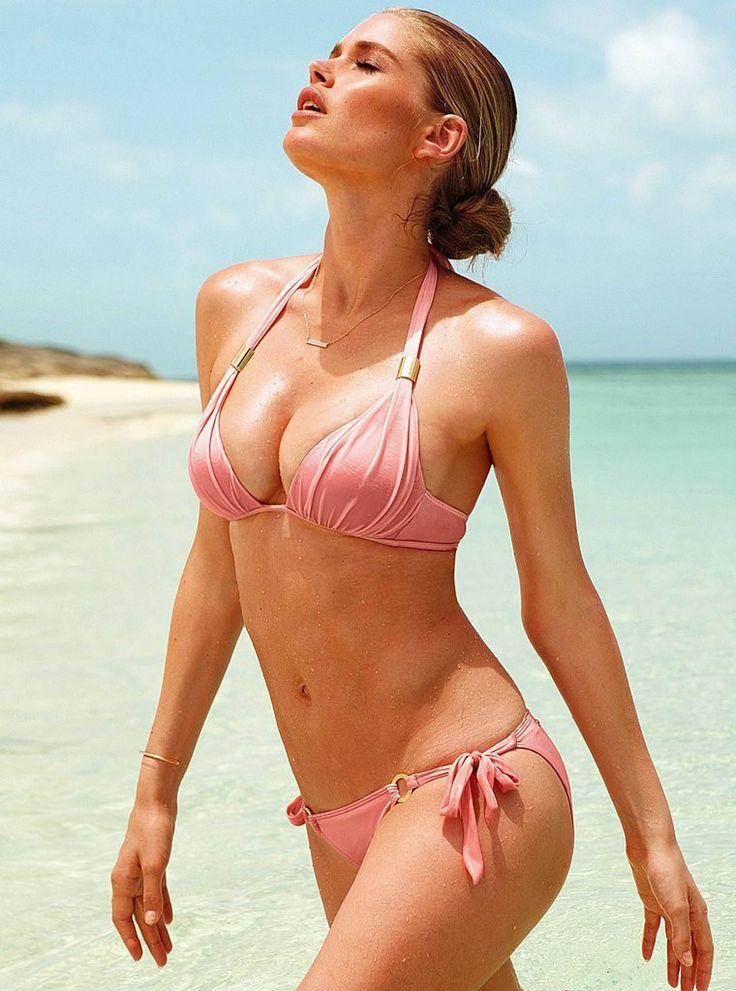 Babe caught in too small bikini