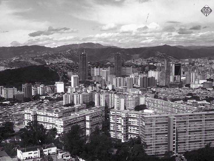 Comenzamos a rendir homenaje a nuestra Caracas en su 450 aniversario con las imágenes compartidas a través del hashtag especial #CCS450_entrecalles . Fotografía @yaancem #CCS450_Entre Calles #CCS_EntreCalles #CCS_EntreCalles