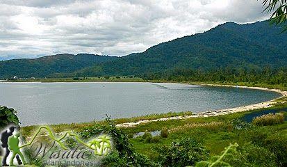 Lokasi Objek Wisata Danau Poso ini terletak di Kota Tentena, Kabupaten Poso, Provinsi Sulawesi Tengah. Danau ini terletak sekitar 283 km dari Palu