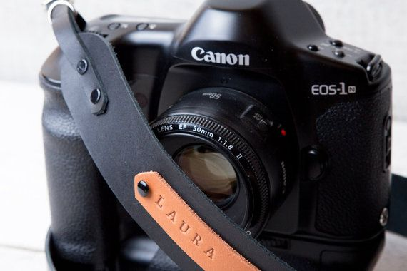 Personalized leather camera strap in black color DSLR by viveo