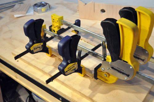 Las 25 mejores ideas sobre soporte de pistola de pegamento for Barnizado de muebles a pistola