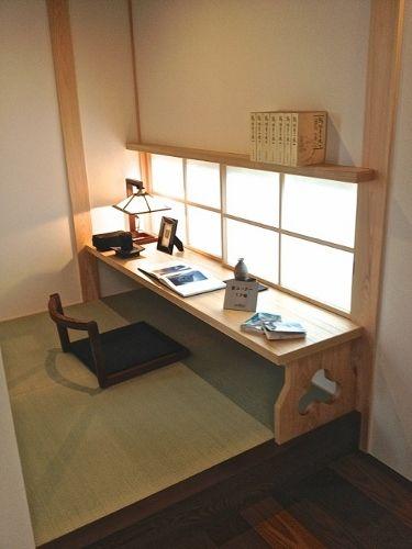 障子越しの明かりと文机がマッチした、素敵な小上がりの空間です。 材質: カウンター・鴨居 セン柾目 仕上: 白木ウレタン塗装 施工場所...