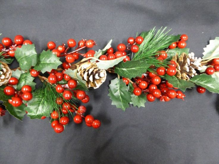 Large Artificial Christmas Wreath Decorations Holly Berry Pine Cones 30cm #UKGardens