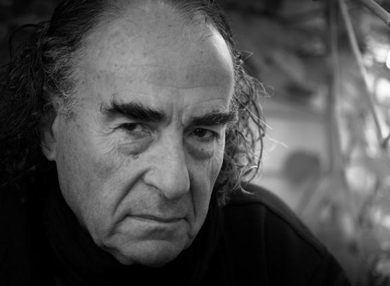 """Nino Monastra, nato a Bengasi nel 1936. La sua mostra fotografica si intitola """"La forma della liquidità"""" ed è visitabile gratuitamente presso il Museo Diocesano fino al 6 settembre."""