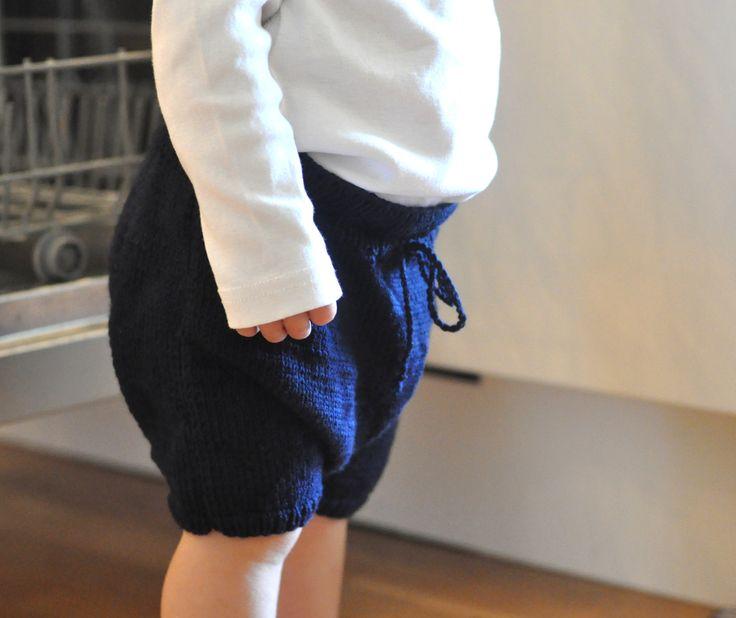 Mormorrut's pantalettes. Hand knitted shorts. Pattern at www.mormorrut.nu.