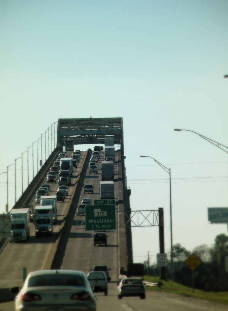 Calcasieu River Bridge - Lake Charles, Louisiana   DON'T like this---terrifying to me!