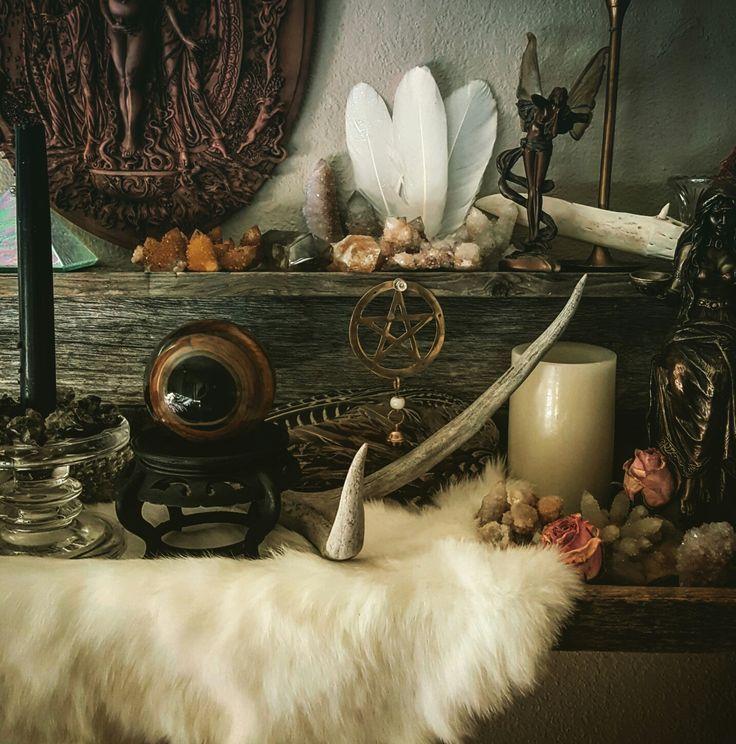 Wiccan Wedding Altar: Best 25+ Home Altar Ideas On Pinterest