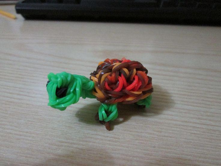 Tartaruga fatta con gli elastici da usare come portachiavi o da appendere dove si vuole