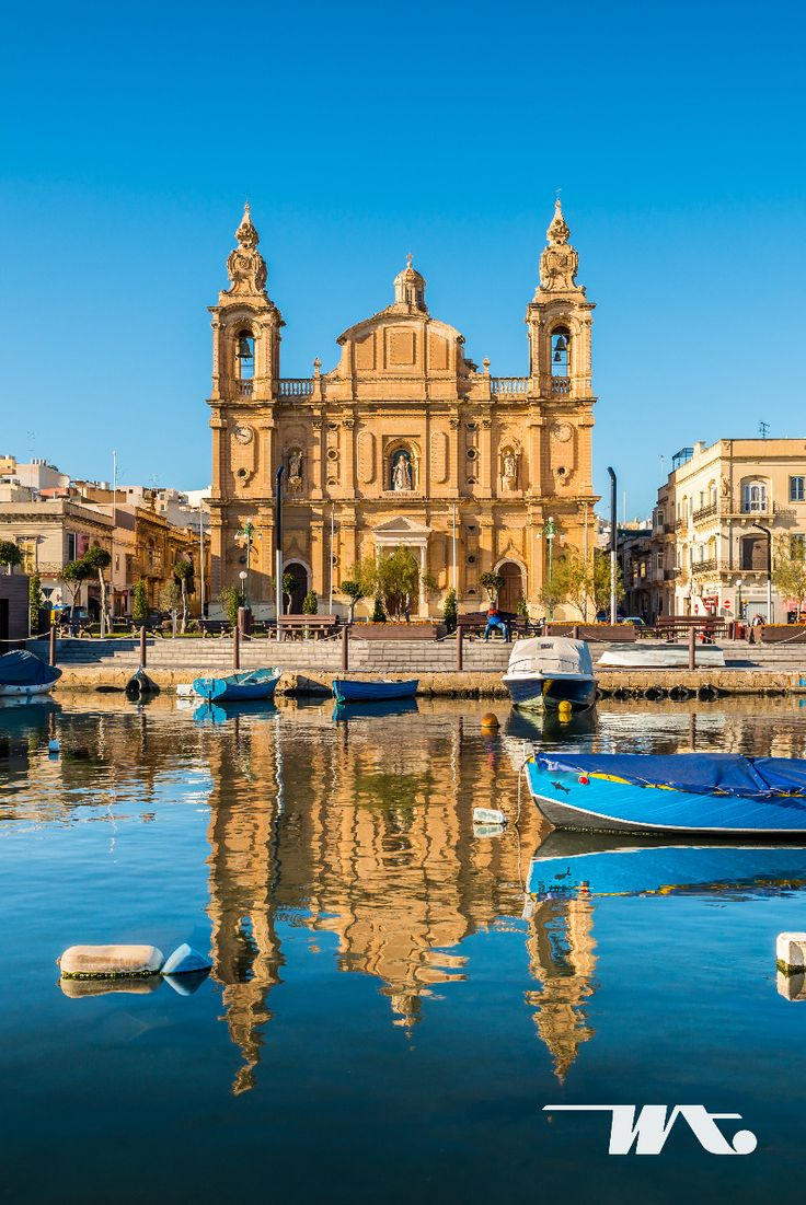 Negara kecil penuh pesona ini kini menjadi destinasi wisata yang bisa Anda kunjungi untuk menyaksikan langsung kota tua di daratan Eropa Selatan. Malta merupakan negara kepulauan yang beribukota di Valletta. Kota-kota di Malta menyimpan begitu banyak sejarah. Tidak hanya itu, pemandangan laut di Malta pun sangat indah dengan air laut yang biru. Puaskan diri Anda dengan mencoba berenang dan diving untuk menikmati bawah laut Malta yang mempesona.
