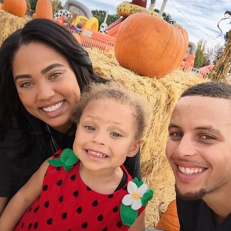 Golden State Warriors Stephen Curry with wife Ayesha Alexander and daughter Riley. (Instagram/