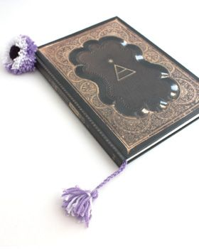 This easy pompom bookmark makes a great crafty keepsake for kids! Shown in Bernat Super Value. #craft