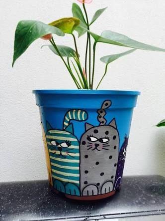 Resultado de imagem para macetas pintadas frida kahlo y gatos