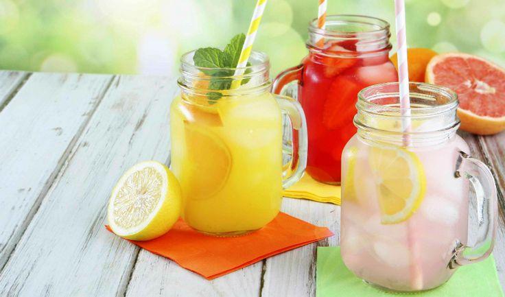 Ať už s alkoholem nebo bez, léto se bez osvěžujících a ledově vychlazených drinků neobejde. Inspirujte se našimi recepty :)