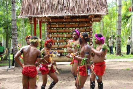 TPA Opens Tourist Attractions at Port Moresby Nature Park | A Trobriand 'Yam Haus' and 'Bird of Paradise Exhibit' are new attractions at the Port Moresby Nature Park. | Read more: http://www.papuanewguinea.travel/papua-new-guinea-tourism-promotion-authority/x,76,1,1,453,,/tpa-opens-tourist-attractions-at-port-moresby-natu.html