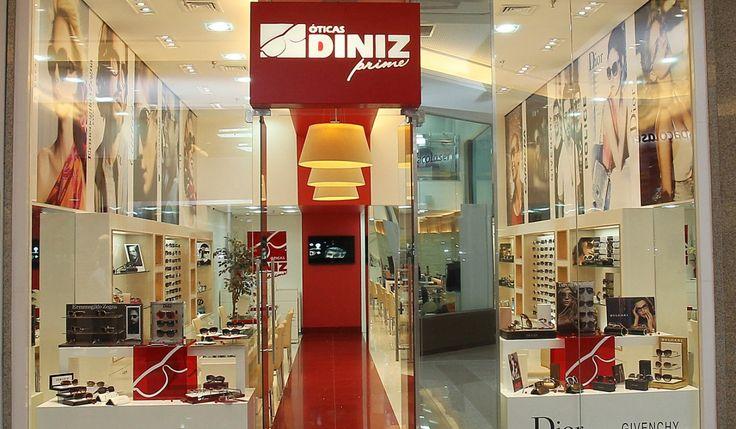ÓTICA DINIZ - Replicação da loja em 3 unidades de shoppings em Porto Alegre. Área média: 30m².