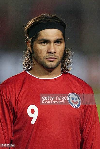 Reinaldo Navia football player of the Chilean national team before a friendly match against Costa Rica in Talca Chile 28 March 2007 AFP PHOTO MARTIN...