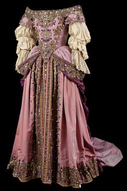 Reproduction of a dress from the second half of the 17th century