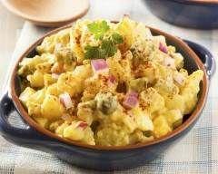 Pommes de terre à l'Indienne en salade : http://www.cuisineaz.com/recettes/pommes-de-terre-a-l-indienne-en-salade-36176.aspx