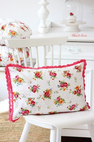 Vintage look bright floral pillows -  bleuetrose bei DaWanda