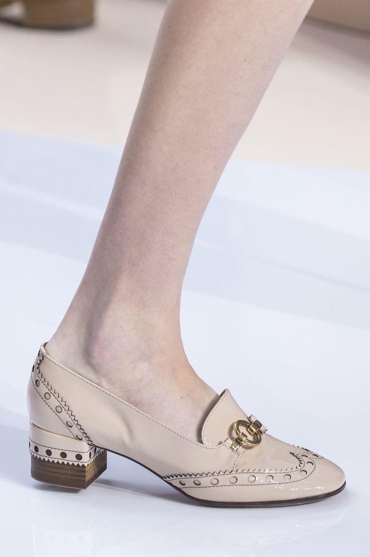 Chloé at Paris Fashion Week Fall 2017 - Details Runway Photos
