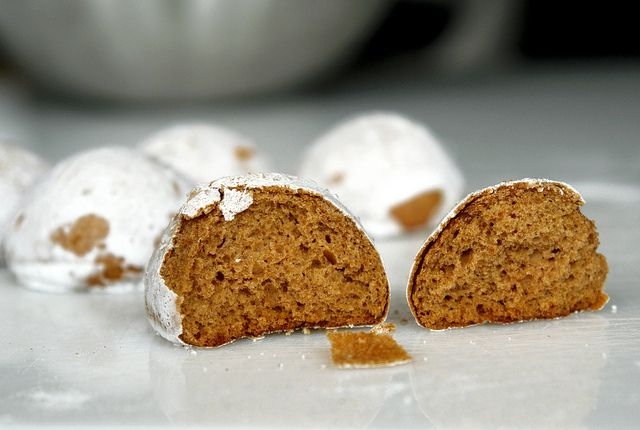 Little balls of gingerbread, with all those flavors I am so fond of... Codruta did it again.... another winner recipe for me to try....