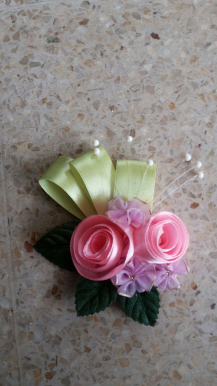 Corsage : ribbon flower
