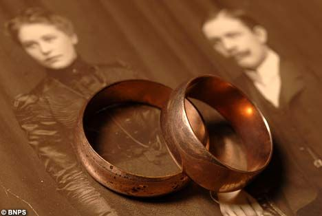 Rings were found in Lillian Asplunds Titanic shoe box