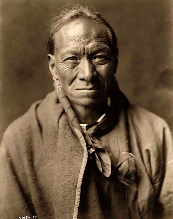 You are viewing an unusual image of Pah Toi, a Taos Indian Man. It was taken in 1905 by Edward S. Curtis.    The image shows Pah Toi (White Clay), a Taos Indian, in a half-length portrait, facing front.    We have created this collection of images primarily to serve as an easy to access educational tool. Contact curator@old-picture.com.: American Indian, Toi White, Native Indian, White Clay, Tao Indian, Pah Toi, Indian Man, Native Man, Native American