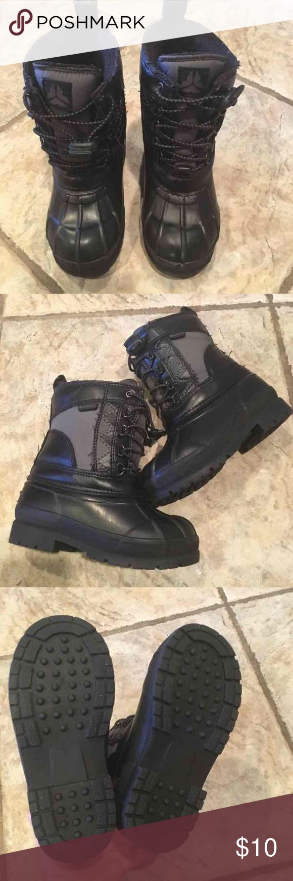Boys size 11 old navy winter boots Boys size 11 old navy winter boots Black Weather proof Comfortable & easy to put on & take off Only worn a few times during winter break vacation since we live in Florida :) Old Navy Shoes Boots