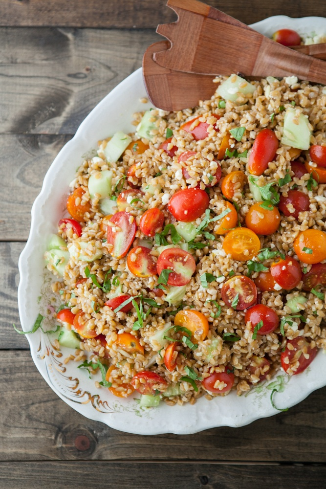 summer farro salad with tomatoes, feta and basil via naturally ella.: Summer Farro, Naturally It, Dinners Recipe, Farro Salad, Salad Recipe, Summer Salad, Vegetarian Recipe, Food Recipe, Vegetarian Dinners