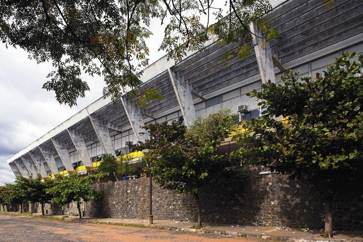 A parte mais conhecida do colégio de Reidy em Assunção é a face dos fundos, com soluções que antecedem os preceitos da escola paulista
