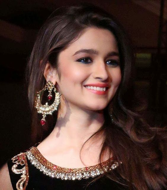 Alia Bhatt looked beautiful at walks the ramp for Kavita and Meenu Malik